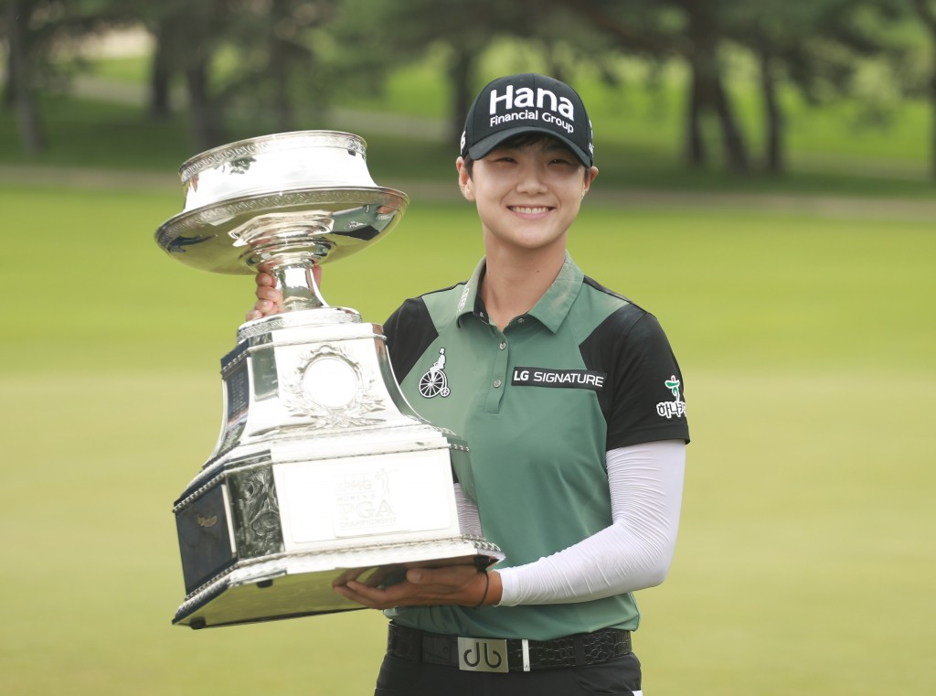KILDEER, IL - JULY 01:  Sung Hyun Park of South Korea celebrates with the trophy after winning the KPMG Women's PGA Championship at Kemper Lakes Golf Club on July 1, 2018 in Kildeer, Illinois.  (Photo by Scott Halleran/Getty Images for KPMG)