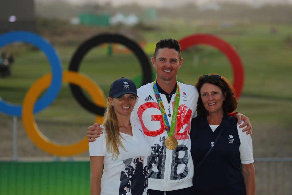 Justin Rose with his family after being presented with this Gold Medal at the Rio Olympics in 2016